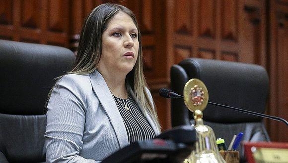 Yeni Vilcatoma exigió a bancada de Fuerza Popular que revise su proyecto para derogar ley 30737
