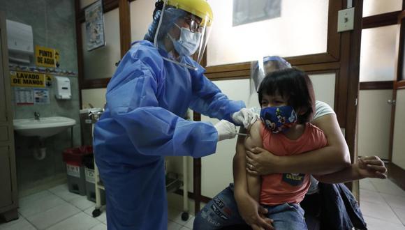 """Verónica Petrozzi, médico pediatra especialista en vacunas de GSK, menciona """"es importante que los padres se preocupen por tener al día las vacunas de sus hijos"""". (César Campos / @photo.gec)"""