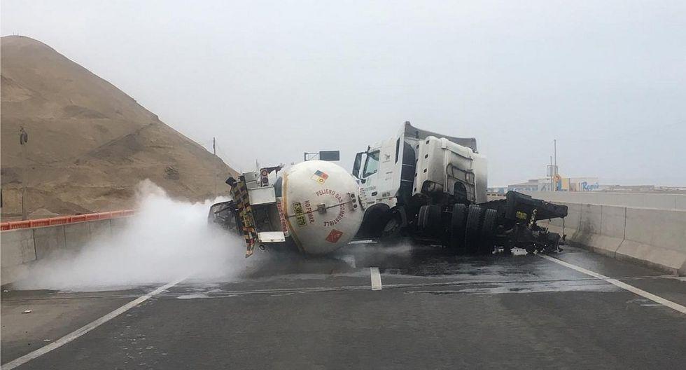 Cisterna de gas chocó contra tráiler y causó alarma por fuga de gas en la Panamericana Sur (VIDEO)
