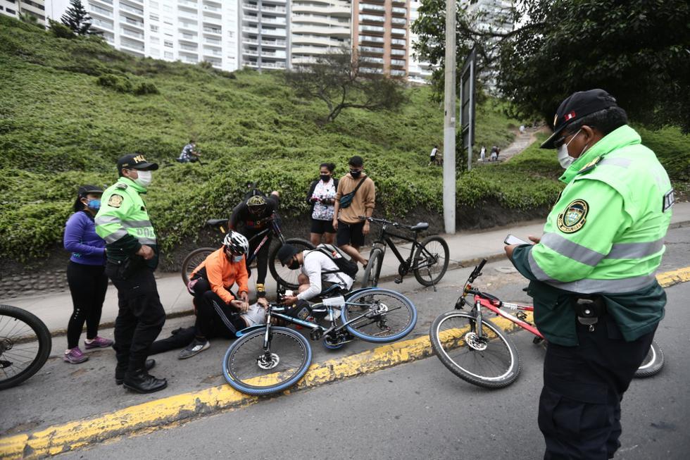 Accidente de ciclista e imprudencia de otros en la bajada de Armendáriz. (Fotos: Jesus Saucedo / @photo.gec)