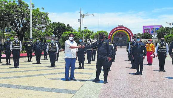 El jefe del Frente Policial, Luis Gamarra, anuncia operativos para el cumplimiento de normas sanitarias.
