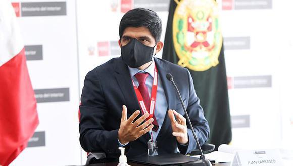 """Así, el ministro Juan Carrasco desmintió la versión de la cuenta oficial de Twitter de la Policía Nacional del Perú (PNP) que calificó como """"fake news"""" tal información publicada por medios de comunicación. (Foto: El Peruano)"""