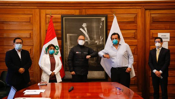 El ministro de Salud, Víctor Zamora, informó esta mañana que, tras un diálogo con los representantes de la Federación Médica Peruana, se acordó suspender el paro de médicos. (Foto: Víctor Zamora)