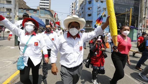 """""""Lamentamos la falta de seriedad por parte del candidato y su equipo, quienes se comprometieron a brindar la entrevista. Nos disculpamos por los inconvenientes causados a nuestra audiencia"""". Este fue el mensaje que Radio Cutivalú de Piura, una de las más importantes de esa región, difundió luego de que el aspirante presidencial de Perú Libre (PL), Pedro Castillo, incumpliera su palabra de conversar con el medio. (Foto: GEC)"""