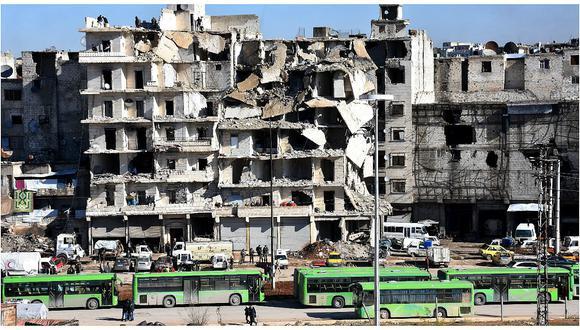 Siria: La evacuación de la zona sitiada de Alepo empieza entre disparos cruzados