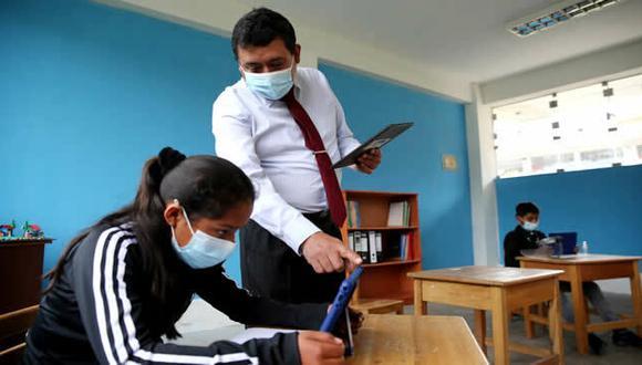 El Minedu indicó que más de un millón de alumnos no pueden acceder a las estrategias pedagógicas a distancia, debido a que carecen de televisión, radio o computadoras, por ello, se están distribuyendo tablets.