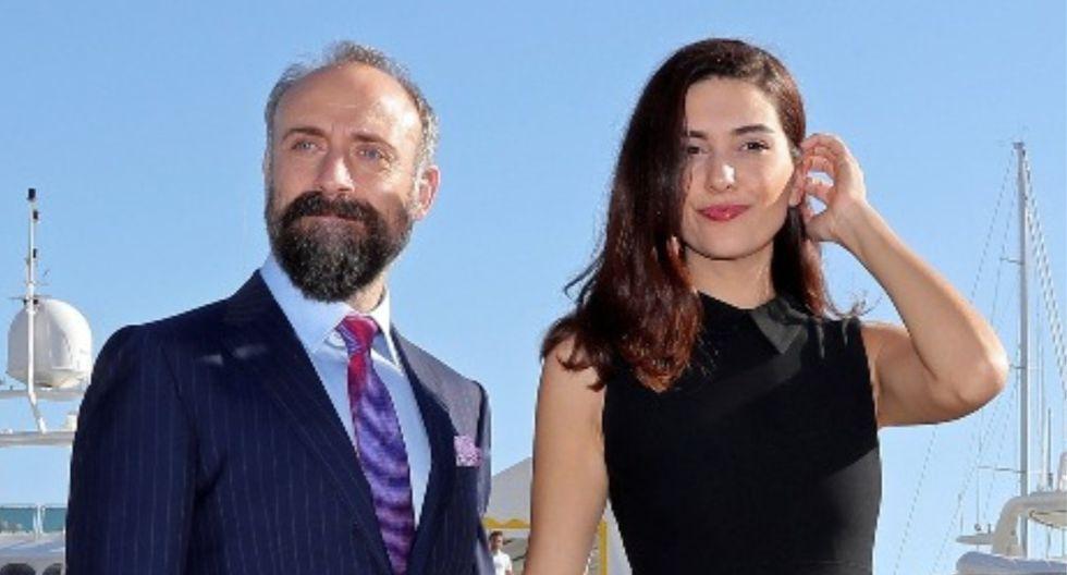Berguzar Korel junto a su esposo, el actor Halit Ergenç. (Foto: AFP)