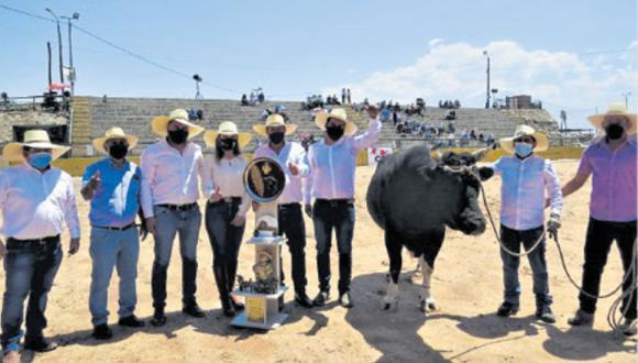 Tras varios meses, por la pandemia de la COVID-19, se reactivaron las peleas de toros en el distrito de Socabaya. (Foto: Difusión)