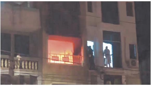 Las llamas se habrían originado por un cortocircuito. Testigos indican que los bomberos demoraron más de 40 minutos en llegar hasta el lugar.