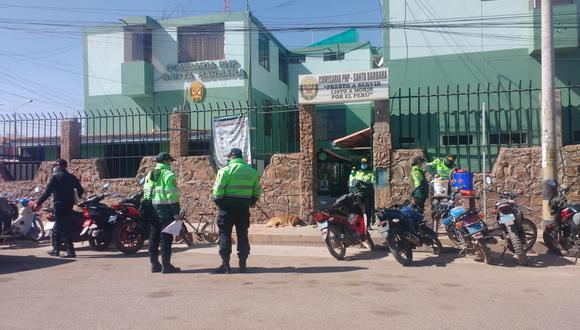 Los efectivos fueron trasladados a la dependencia policial. (Foto: Difusión)