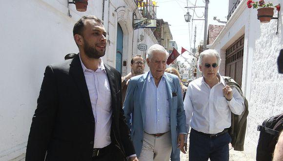 Mario Vargas Llosa en Arequipa para documental de televisión extranjera