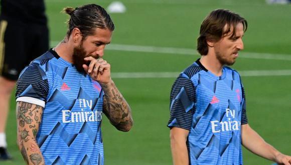 Sergio Ramos y Luka Modric tienen contrato con Real Madrid hasta junio del 2021. (Foto: AFP)