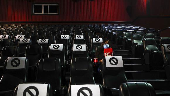 El Indecopi declaró improcedente la denuncia de Cineplanet por la imposición de presuntas barreras burocráticas. Sin embargo, la medida no puede aplicarse porque actualmente está prohibido el consumo de alimentos en los cines. (Foto: GEC)