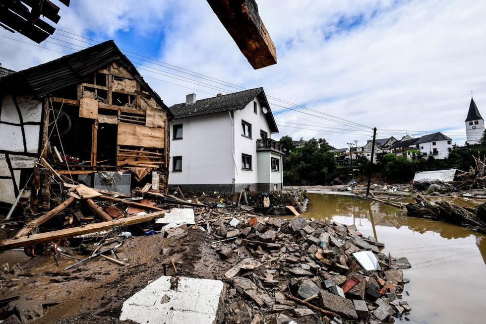 Vista de una casa dañada tras las inundaciones en la localidad de Schuld, Alemania, el 15 de julio de 2021. (EFE/EPA/SASCHA STEINBACH).