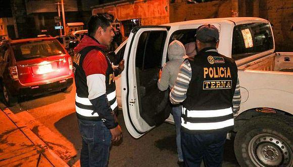 Detienen a menores de edad que bebían licor en plena emergencia en Puno