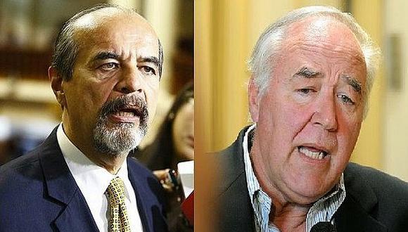 """Congresistas piden """"transparentar"""" viajes de ministros"""