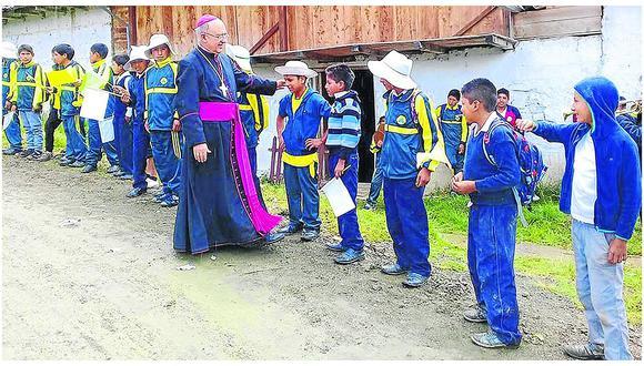 Cardenal Pedro Barreto recorre zonas vulnerables del Vraem en Huancayo