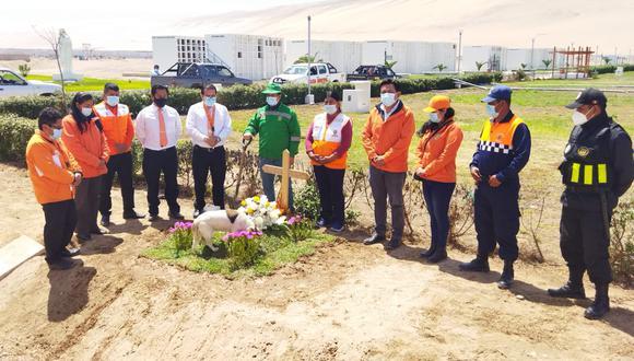 Funcionarios y servidores del municipio albarracino participaron en las exequias fúnebres. (Foto: Difusión)