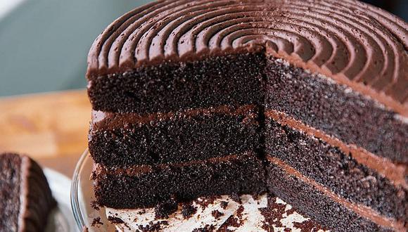 Consumir un pastel de chocolate en el desayuno ayuda a bajar de peso