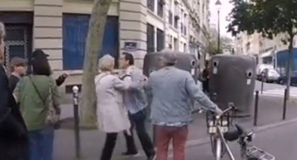 Golpean a hombre después que ayudó a cruzar la calle a una persona ciega en París