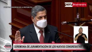 """Ernesto Bustamante juró """"dentro del marco de la defensa infatigable de la democracia"""" (VIDEO)"""