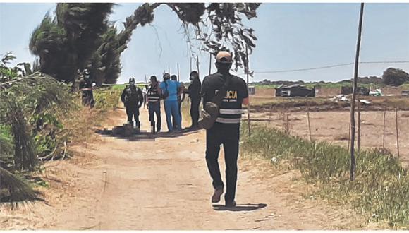 Testigo señala que hampones llegaron en cuatro autos y motocicletas y les dispararon, indicando ser los dueños de los terrenos.