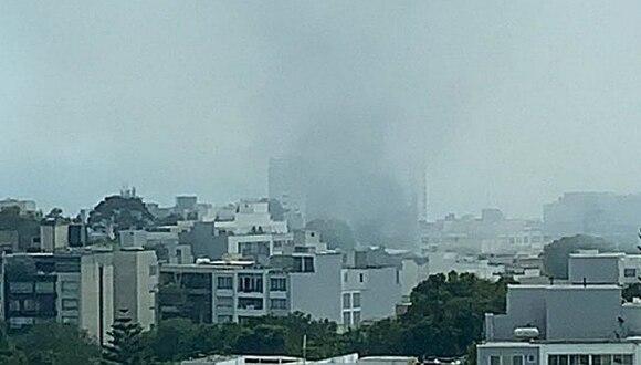 Reportan incendio en taller de mecánica en Miraflores (VIDEO)