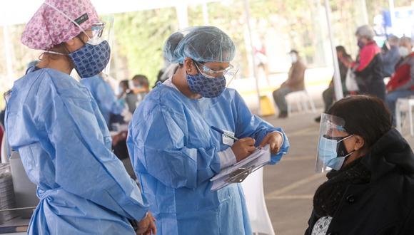 Según el Dr. Jorge Huaytaya, médico de Sisol Salud encargado del vacunatorio, es la primera vez que sucede un retraso en la llegada de dosis. (Foto: Municipalidad de Lima)