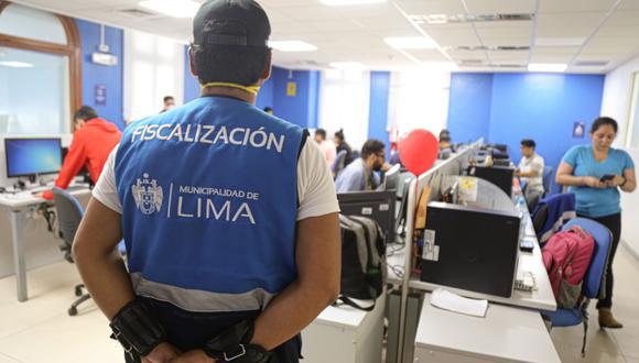 Personal de Fiscalización y Policía Nacional realizaron la evacuación de todos los trabajadores.