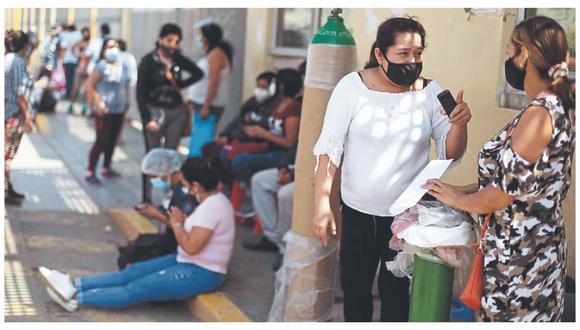 Familiares de pacientes Covid-19 luchan por acceder de forma gratuita a oxígeno medicinal. En el mercado, el costo de un balón de 10 metros cúbicos, uno de los más requeridos, puede llegar a costa hasta S/1,400.