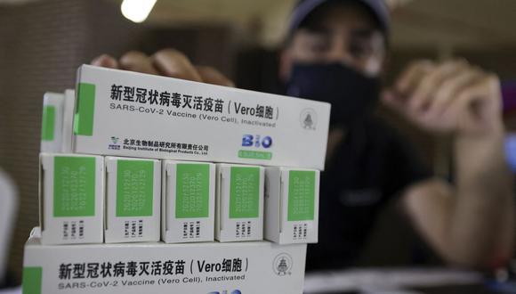 Autorizan a Cenares a ejecutar nuevo contrato de adquisición de vacunas de Sinopharm. (Foto: Karim SAHIB / AFP).