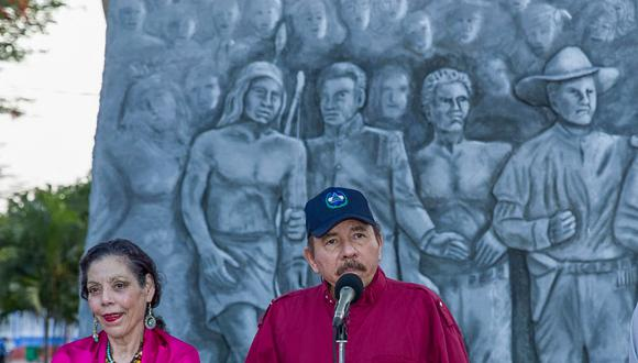 Daniel Ortega escribió en una carta junto con su esposa, la vicepresidenta Rosario Murillo, donde envía felicitaciones a Pedro Castillo. (Foto: Nicaraguan Presidency / AFP)