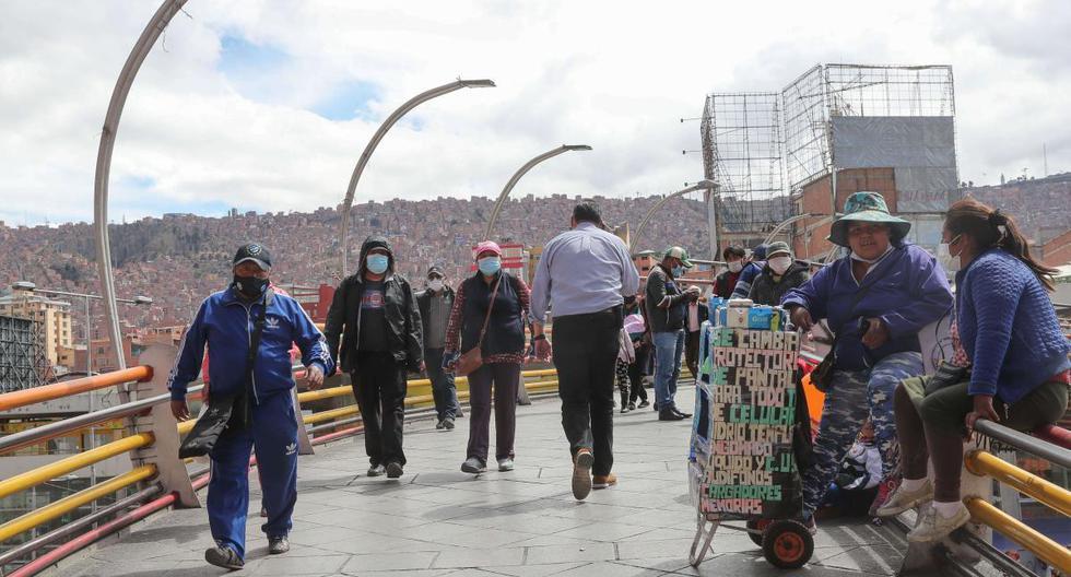 Fotografía de una calle en el centro histórico el 2 de octubre de 2020, en La Paz (Bolivia). (EFE/ Martín Alipaz).