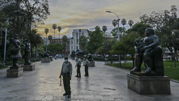 Desde finales de marzo, las autoridades han impuesto y endurecido restricciones nocturnas en un esfuerzo por atajar un nuevo brote de coronavirus. (Foto: JOAQUIN SARMIENTO / AFP)