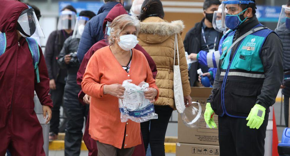 Se priorizó a entrega de protectores faciales a personas vulnerables. (Foto: Britanie Arroyo/GEC)