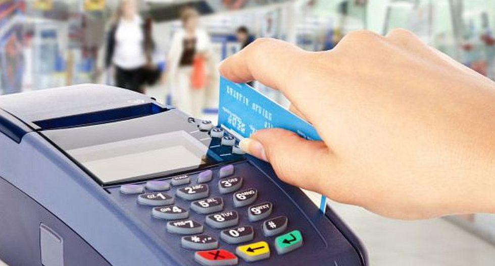 Establecimientos que cobren 5% más por pagar con tarjeta de crédito serán multadas