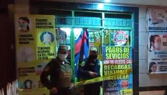 Al lugar llegaron agentes de la Policía Nacional del Perú (PNP) para iniciar con las investigaciones del caso y determinar el motivo del crimen.  (Foto: Facebook Ventanilla TV)