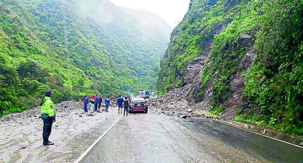 Huaico bloquea el tránsito en carretera Tarma - La Merced