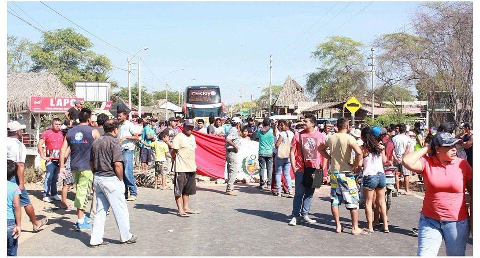 Bloquean la carretera Sullana-Talara por la falta de rompemuelles
