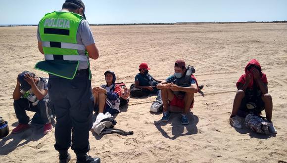Policía frustra caminata de extranjeros por el desierto fronterizo. (Foto: Difusión)