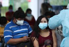 Arequipeños se inmunizan para proteger a sus hijos