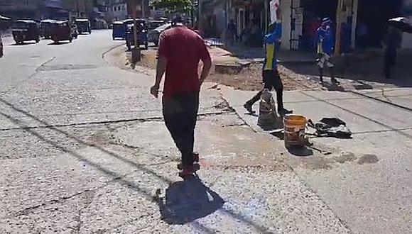 Huánuco: venezolanos parchan calles de Tingo María a cambio de monedas