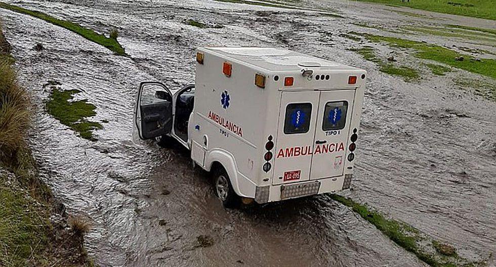 Ambulancia que trasladaba a un paciente queda varado por intensas lluvias