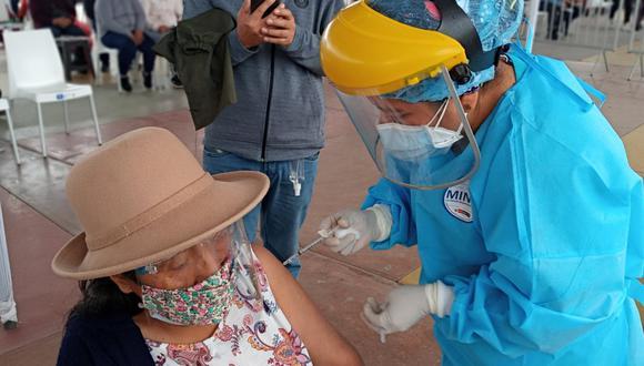 Ministro de Salud estimó que el Perú habrá vacunado a más de seis millones de personas antes de que acabe el Gobierno.  (Foto: Minsa)