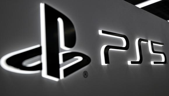 El logotipo de Playstation 5 de Sony se ve en una tienda de electrónica en Tokio el pasado 10 de noviembre de 2020, antes del lanzamiento de la consola. (Foto de CHARLY TRIBALLEAU / AFP)