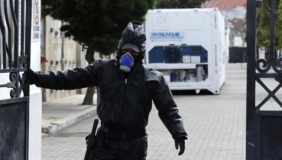 Coronavirus Colombia: La Alcaldía de Bogotá dispuso contenedores refrigerados para depositar cadáveres que luego serán incinerados, algunos de los cuales ya están en operación en los cementerios. (EFE/ Mauricio Dueñas Castañeda).