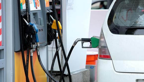 Desde setiembre del 2013, las refinerías no trasladan la caída en la cotización del petróleo o lo hacen a medias, señala Opecu.  (Foto: GEC)
