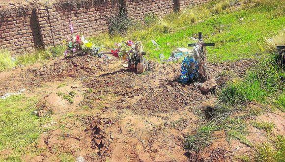 Roban cadáveres de cementerio de Huatasani