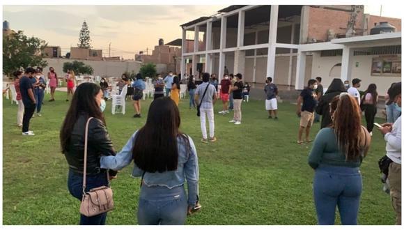 Agentes del Escuadrón de Emergencia Centro encontraron a los jóvenes en un local del sector Trópico. Los intervenidos fueron conducidos a la dependencia policial.