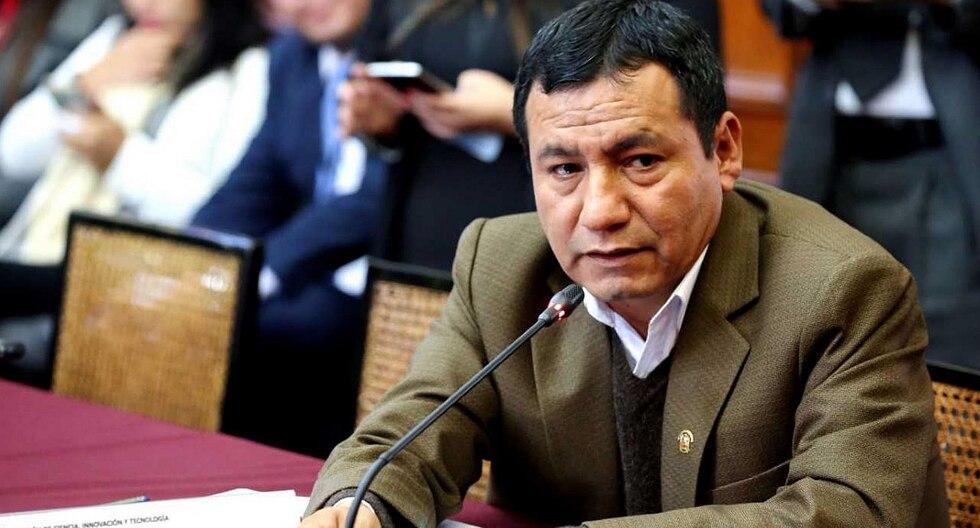 Congresista Joaquín Dipas viajó a Estados Unidos pese a ser sentenciado a 5 años